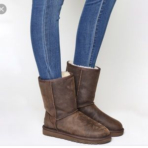 UGG   Classic Short Leather Brownstone Boot Size 7